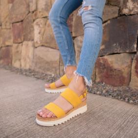 sandalia amarilla mujer